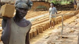 05_ilima_la costruzione cresce dal terreno a partire dalla fabbricazione dei mattoni_ credit -african-wildlife-foundation