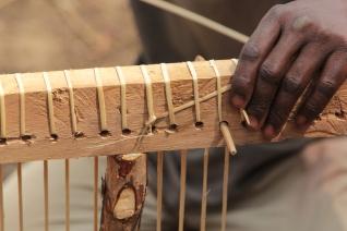 07_fabbricazione dei pannelli intrecciati_Table-Weaving-Fabrication